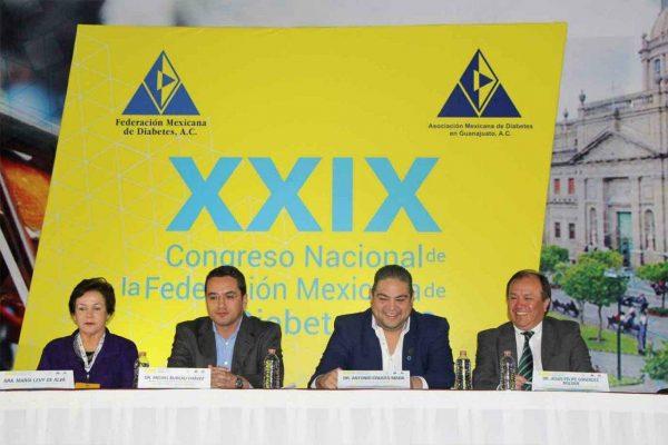 La diabetes arrebata la vida  a 100 mil mexicanos al año