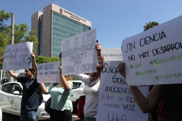 Estudiantes de posgrado de la UdeG se quedan sin becas