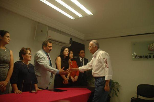 Navarro Quintero se registra como candidato por Morena