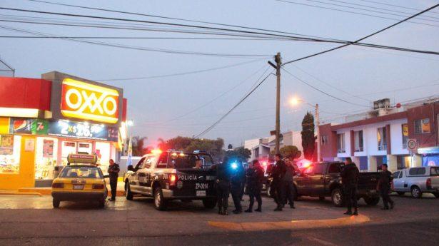 Policías de Zapopan detienen a presunto asaltante de tiendas de conveniencia en La Estancia