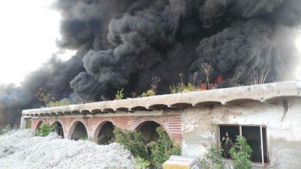Bomberos batallaron con dos fuertes incendios en Tlajomulco y Tonalá