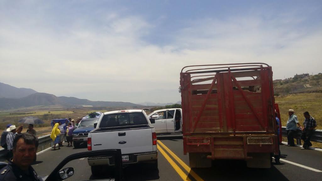 Ejidatarios bloquean Libramiento Norte de Tepic