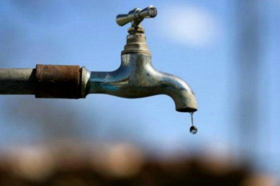 Desesperados habitantes de El Salto por la falta de agua