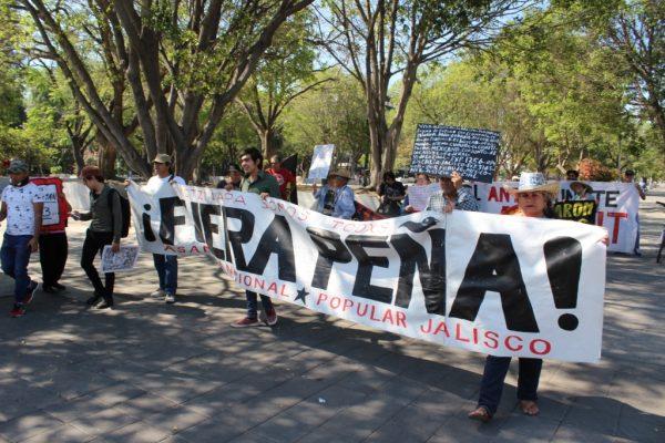 Piden mejores condiciones laborales para familiares de los 43 desaparecidos de Ayotzinapa