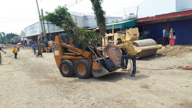 Cierran calles comerciantes del  Mercado Felipe Ángeles