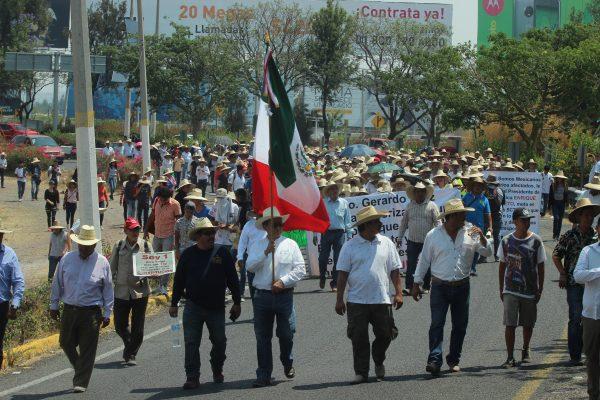 Marchan ejidatarios por sus tierras del Aeropuerto de Guadalajara