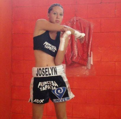 Joselyn Arroyo se pone los guantes