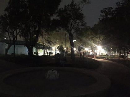 Parque Rojo, violento y a oscuras