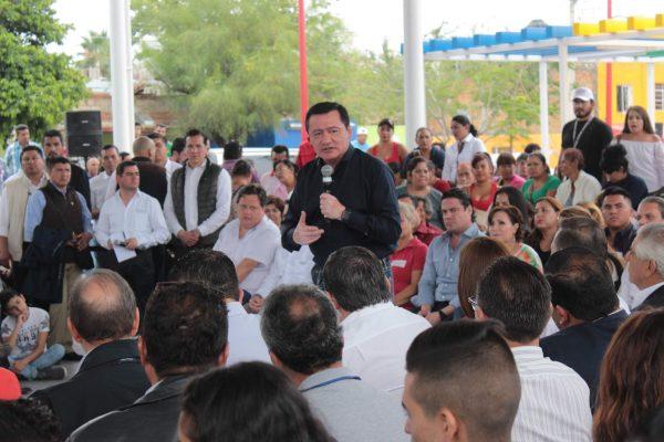 Visitó Osorio Chong la colonia Jalisco