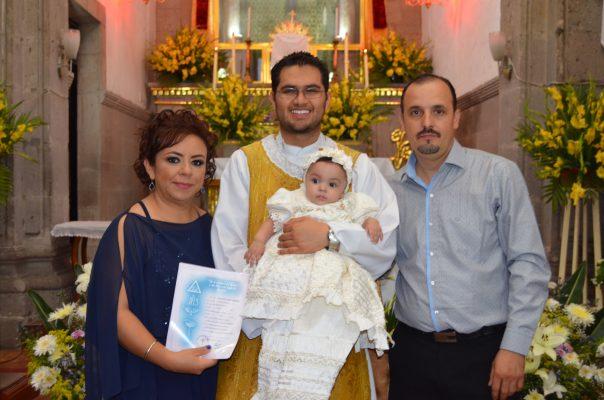 Celebran bautizo de la pequeña Fátima