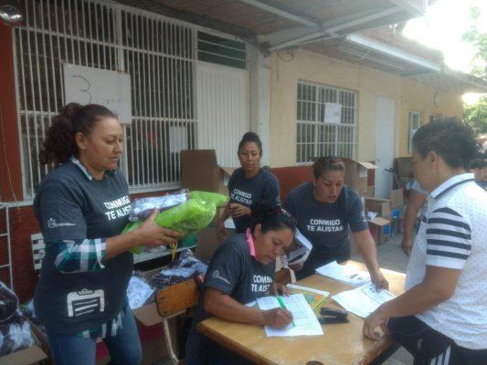 Inicia entrega de paquetes escolares gratuitos en Guadalajara