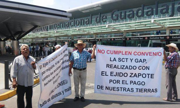 Anuncian ejidatarios suspensión de manifestaciones en el aeropuerto