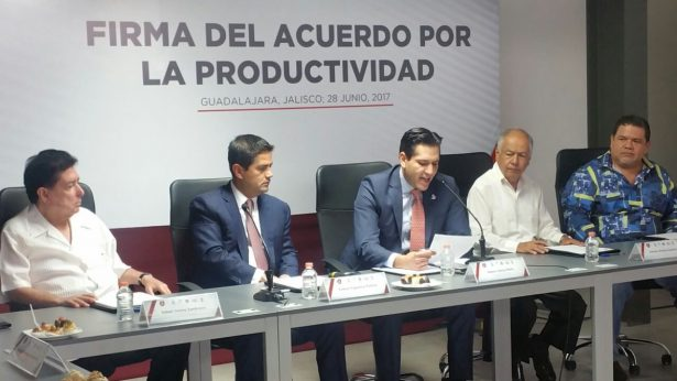 Centrales obreras, patrones y autoridades de Jalisco firman convenio para elevar la productividad