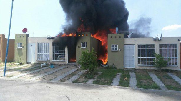 Se incendia vivienda de Tlajomulco en donde presuntamente se almacenaba combustible de dudosa procedencia