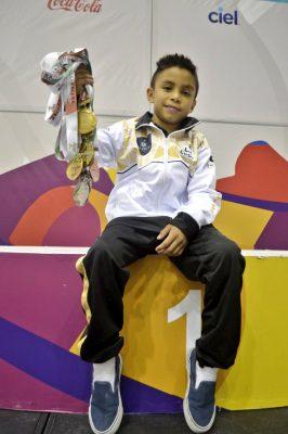 Juan Pablo Dueñas de 9 años, un gigante de la gimnasia