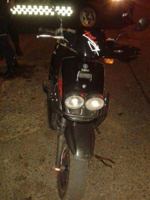 Detienen a sujeto con moto robada