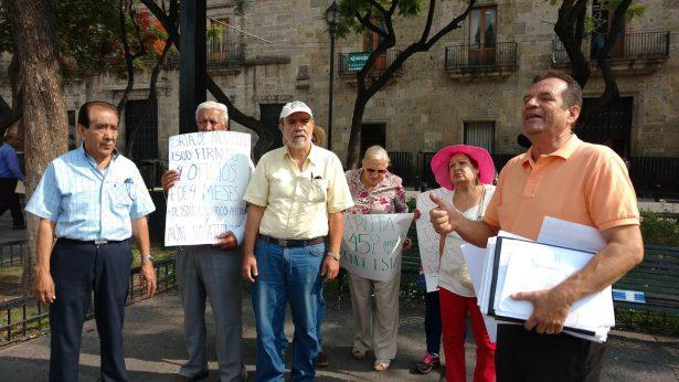 Usuarios de cinco colonias exigen que regresen la ruta 45 o les pongan otra
