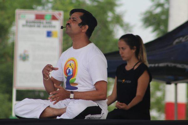 Busca Sedis utilizar yoga para atender a víctimas de violencia