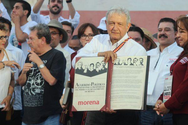 AMLO se compromete a recorrer Jalisco