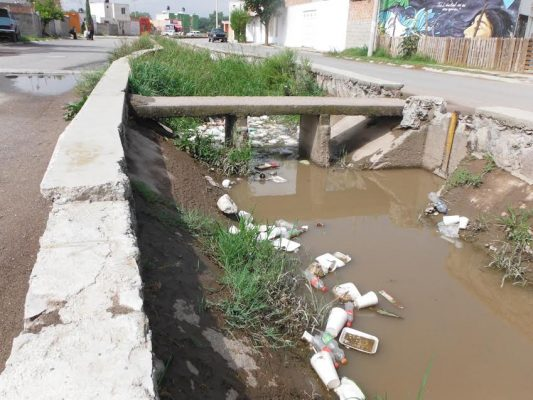 Quejas por tiradero de basura en canal de Cuarenta