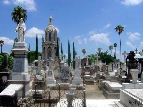 Esperan más de 140 mil personas a los cementerios de Gdl por el Día del Padre