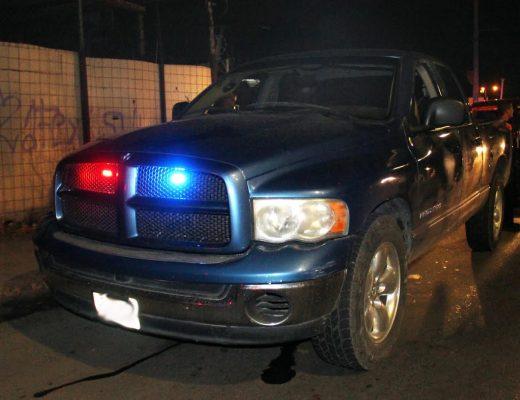 Detienen a sujeto con vehículo robado que simulaba ser una patrulla