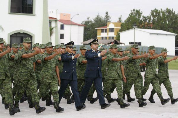 Condecora la V Región Militar a destacados elementos
