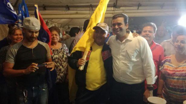 Al festejar su supuesta victoria, Toño Echevarría se comprometió a ser cercano a sus gobernados