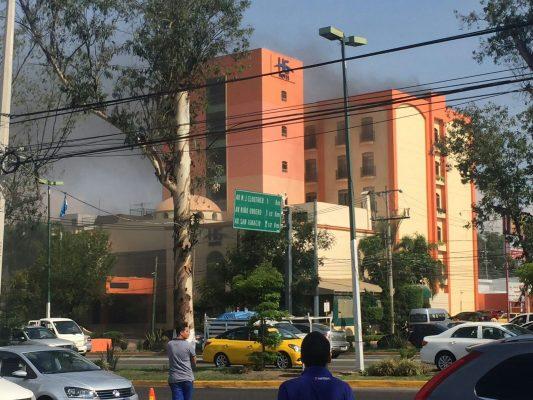 Incendio genera alarma en hotel en Zapopan