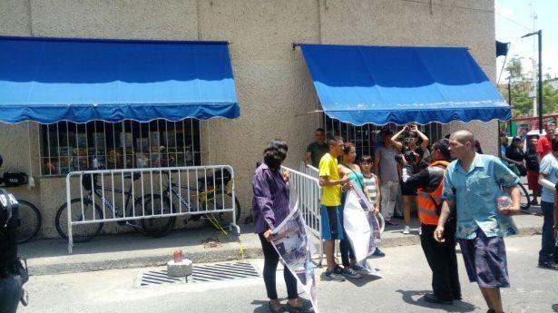 Tras manifestación, vecinos de Analco logran el retiro de vallas de operativo contra narcomenudeo