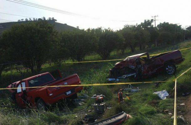 Mueren tres personas en choque frontal en Amatitán
