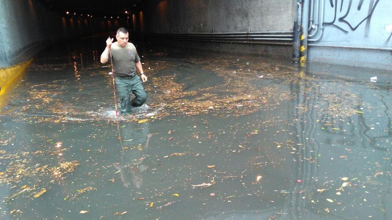 Se presentaron inundaciones y vehículos varados en Guadalajara