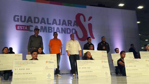 Para 2018 todos los estudiantes de prepa tendrán beca en Guadalajara