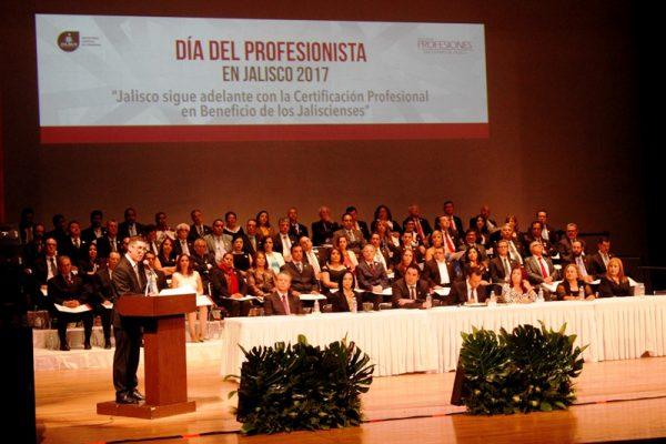 Hay casi 200 mil profesionales registrados en Jalisco