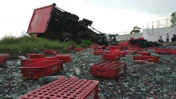 Se registran tres accidentes diferentes en el mismo punto de la carretera a Colima, en Tlajomulco