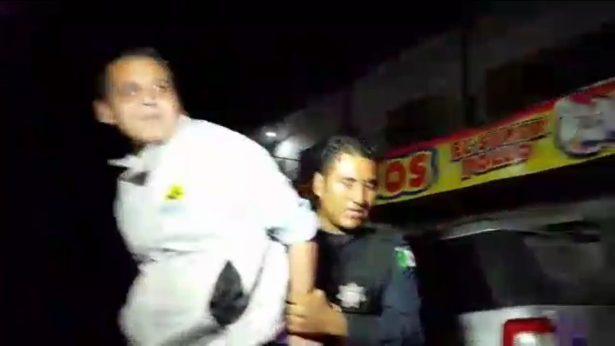 Policía de Zapopan arresta a reportero mientras cubría agresión a balazos