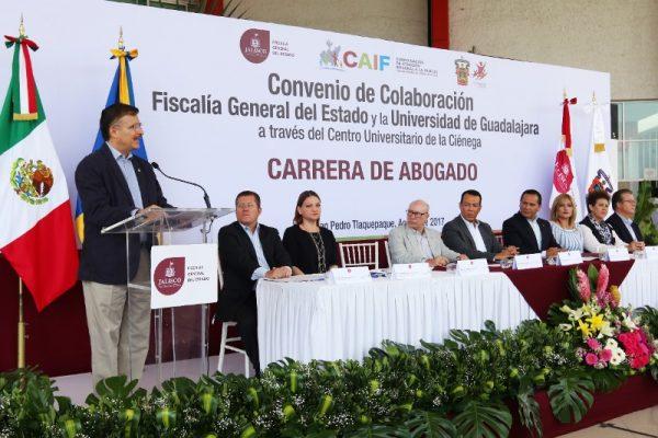 Elementos de la FGE podrán cursar carrera de Derecho, Administración y Contaduría