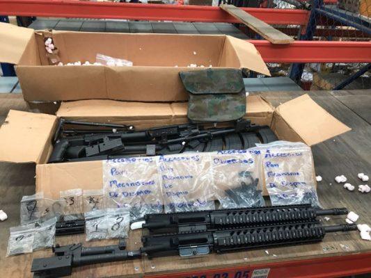 Decomisan en el Aeropuerto de Guadalajara 165 piezas de armas de fuego