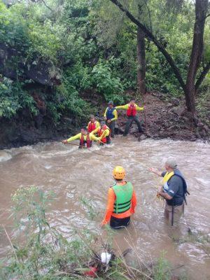 Aún no encuentran a la niña de 5 años arrastrada por corriente de río de Arandas