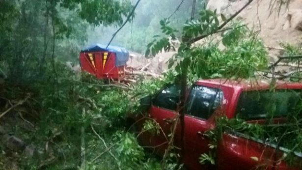 Nuevos derrumbes mantienen cerrada la carretera en los límites de Vallarta y Cabo Corrientes