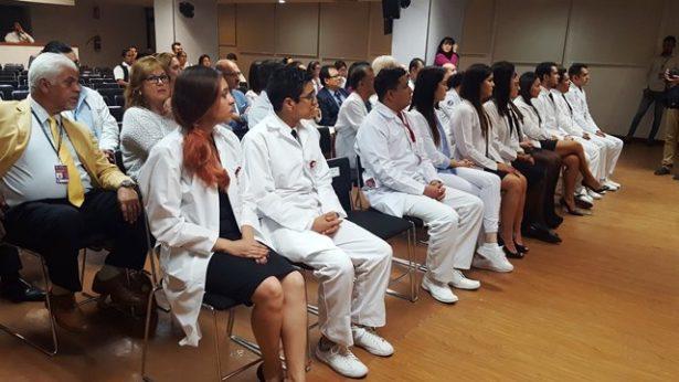 Reconocen a 13 médicos del Nuevo Hospital Civil