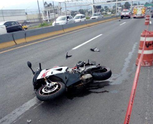 Fallece motociclista al derrapar mientras presuntamente jugaba carreritas