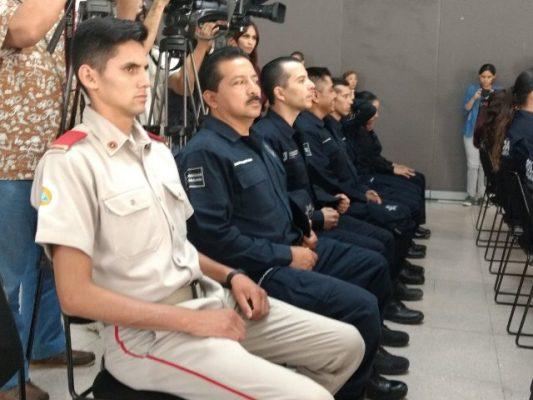 Abanderan delegación de policías y bomberos que participará en juegos mundiales