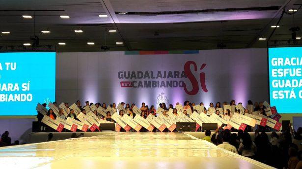 """Entrega Guadalajara apoyos a 48 proyectos más de """"Hecho por Mujeres"""""""