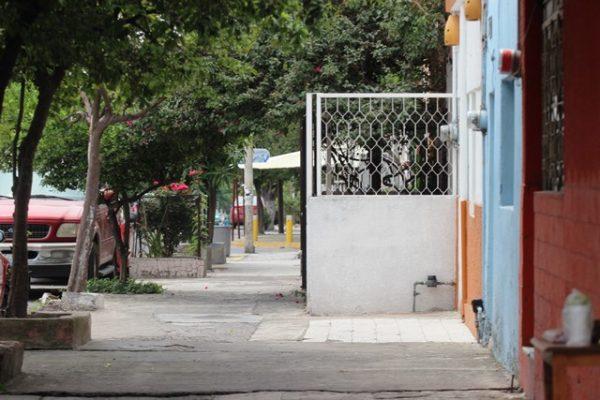 Casas invaden espacios públicos