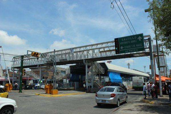 Desmantelan puente peatonal de Atemajac