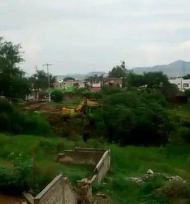 Videograban maquinaria en obras en el Bosque Nixticuil