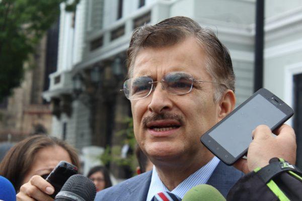 Avala UdeG propuesta para que partidos políticos donen dinero