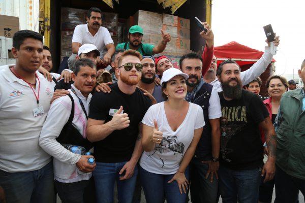 """[Galería] Saúl """"Canelo"""" Álvarez dona 5 toneladas de víveres a DIF Jalisco"""