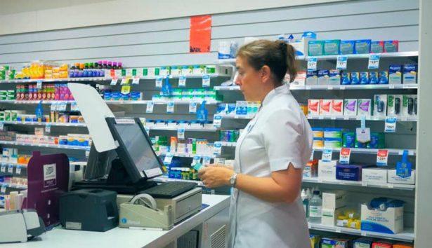 Deben cambiar requisitos de operación de farmacias y tiendas de conveniencia
